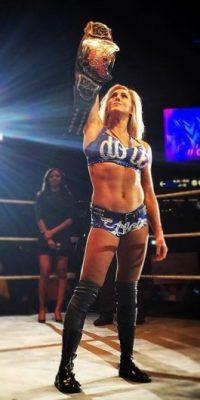 Defenderá en Wrestlemania 32 el Campeonato de las Divas ante Becky Lynch y Sasha Banks Foto:Vía instagram.com/charlottewwe