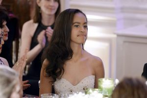 Las hijas del presidente Barack Obama debutaron como invitadas en las cenas oficiales de la Casa Blanca Foto:Getty Images