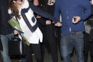 Así fue el momento en el que este fan sorprendió a Selena Foto:Grosby Group