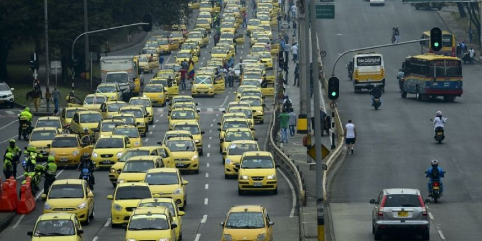 Los conductores protestan contra el sistema Uber. Foto:AFP