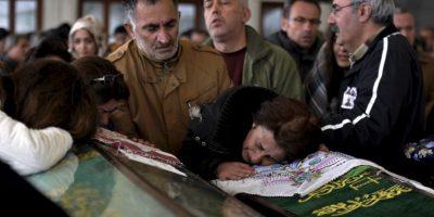Después de ataque bomba en Ankara, Turquía así se despiden los parientes de las víctimas. Foto:AP