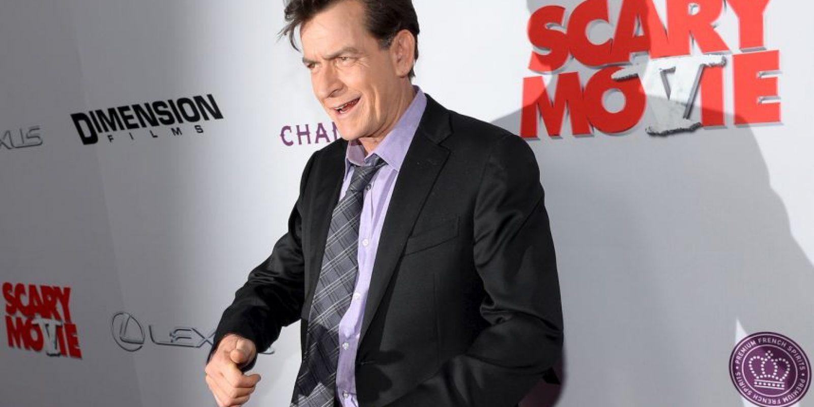 """Charlie Sheen. El actor comenzó llamando al magnate """"idiota"""", pero meses más tarde algo le pasó por la cabeza para decir que estaba con él de corazón. Foto:Getty Images"""