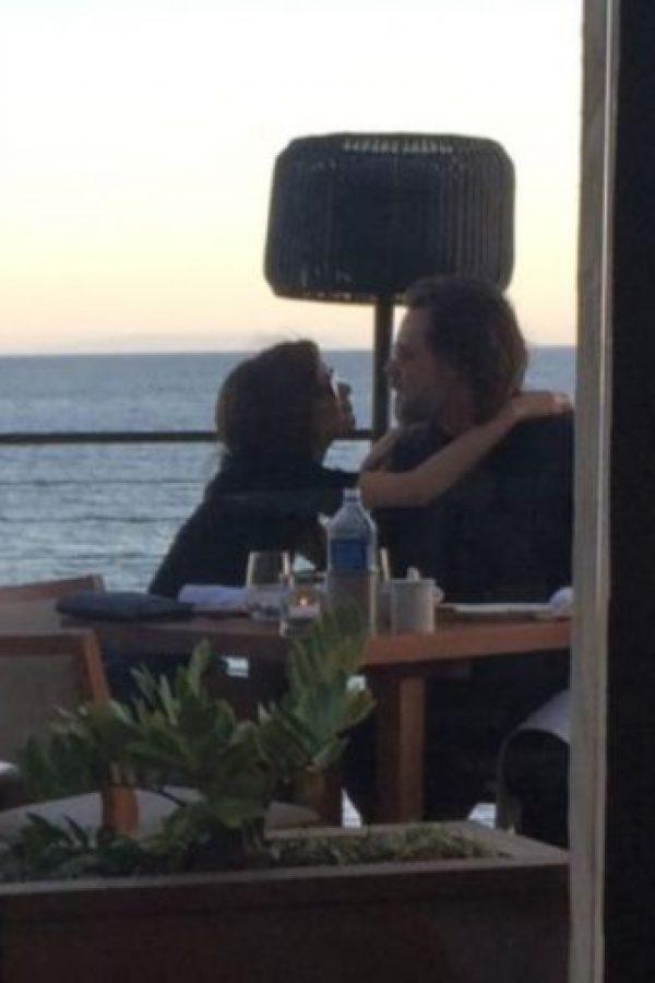 La pareja visitó un restaurante con vista al mar en Malibú. Foto:Grosby Group