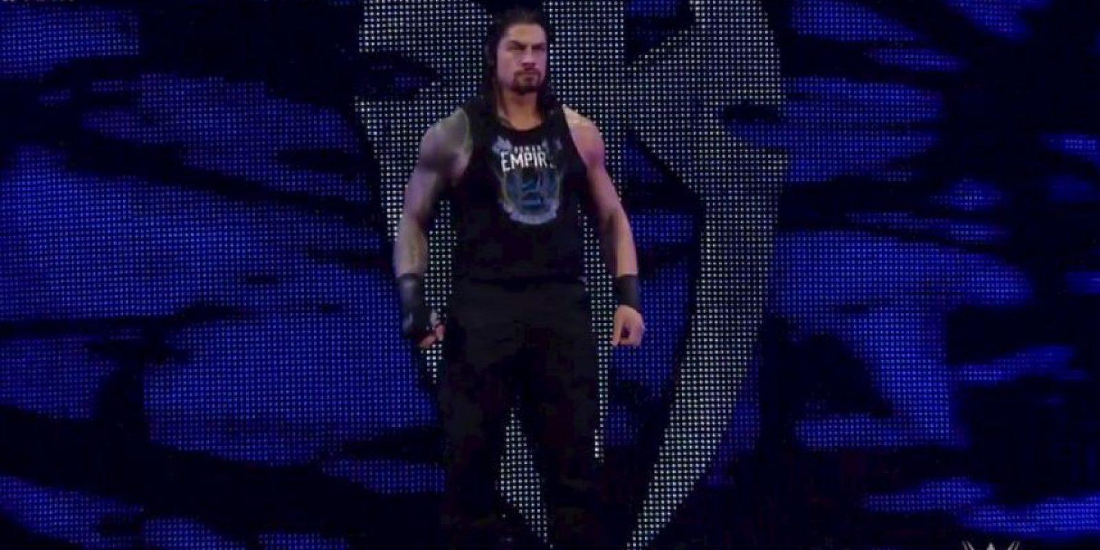Pero después apareció Roman Reigns para darle una golpiza Foto:WWE