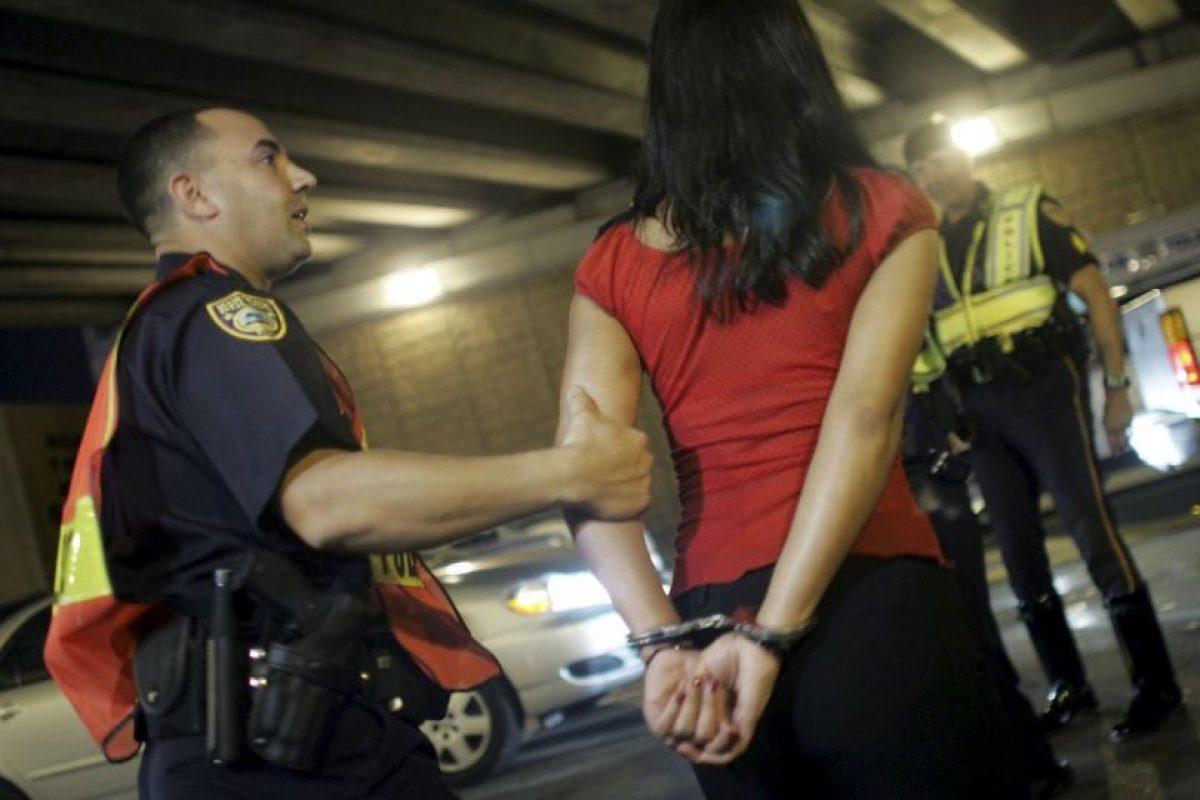 El oficial pasará más de cuatro años en prisión por inventar multas a la joven Foto:Getty Images