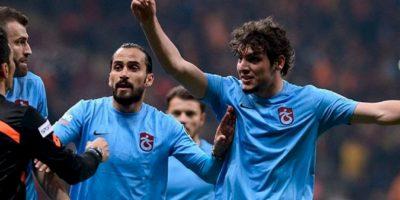 La decisión no agradó a los hombres del Trabzonspor y se fueron encima del réferi Deniz Ates Bitnel. Foto:Twitter