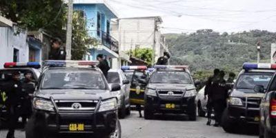 Pobladores retienen a pareja acusada de robo en Huehuetenango