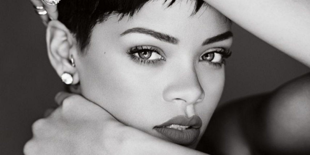 Rihanna es captada con un arma y una bata transparente que mostraba todo