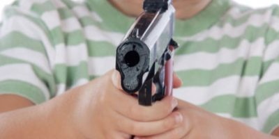 Tenía 14 años cuando mató a golpes a su vecina de ocho años. Estaban jugando, cuando le dio un pelotazo, y ella se puso a llorar. Él no pudo más con el llanto y la mató. Foto:Pixabay