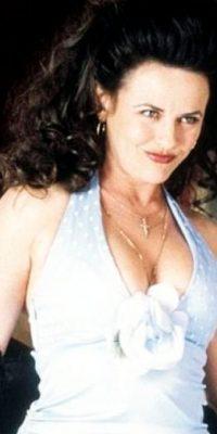 "Gia Carides era la insinuante y coqueta ""Prima Nikki"". Foto:vía IFC Films"