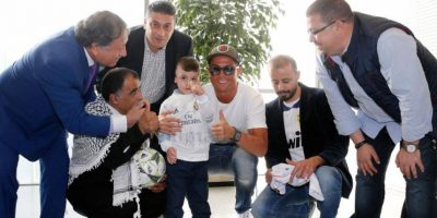 Ahmad Dawabsha, niño sobrevivente de un ataque terrorista, comparte con jugadores del Madrid