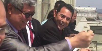 """Con esta """"mala seña"""" respondió Jafeth Cabrera a los huelgueros de la Usac"""