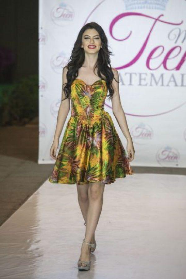 Fashion Show – Miss Teen Guatemala Foto:Luis Carlos Nájera