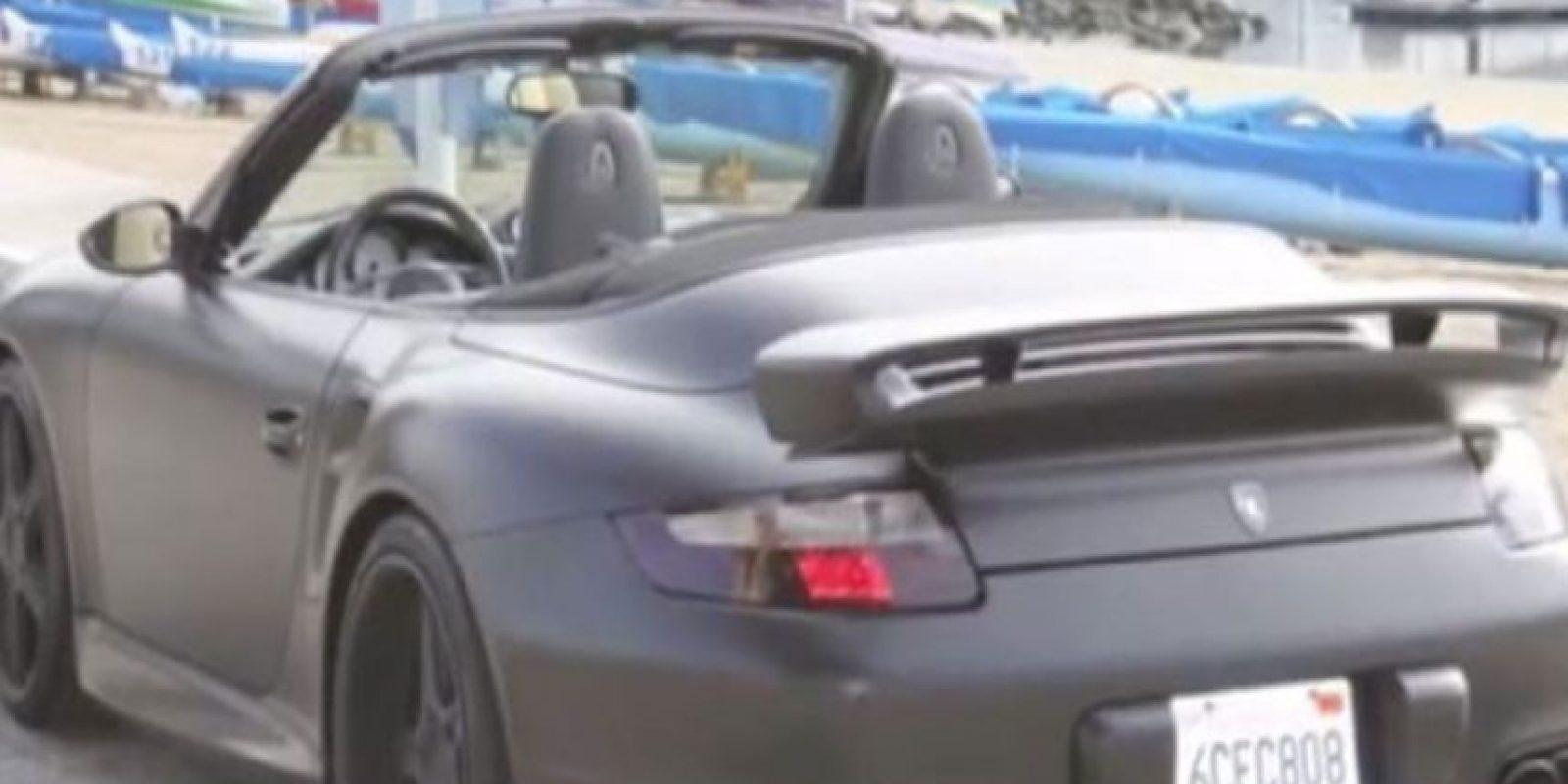 Conduce un Porsche 911 Turbo. Foto:Twitter