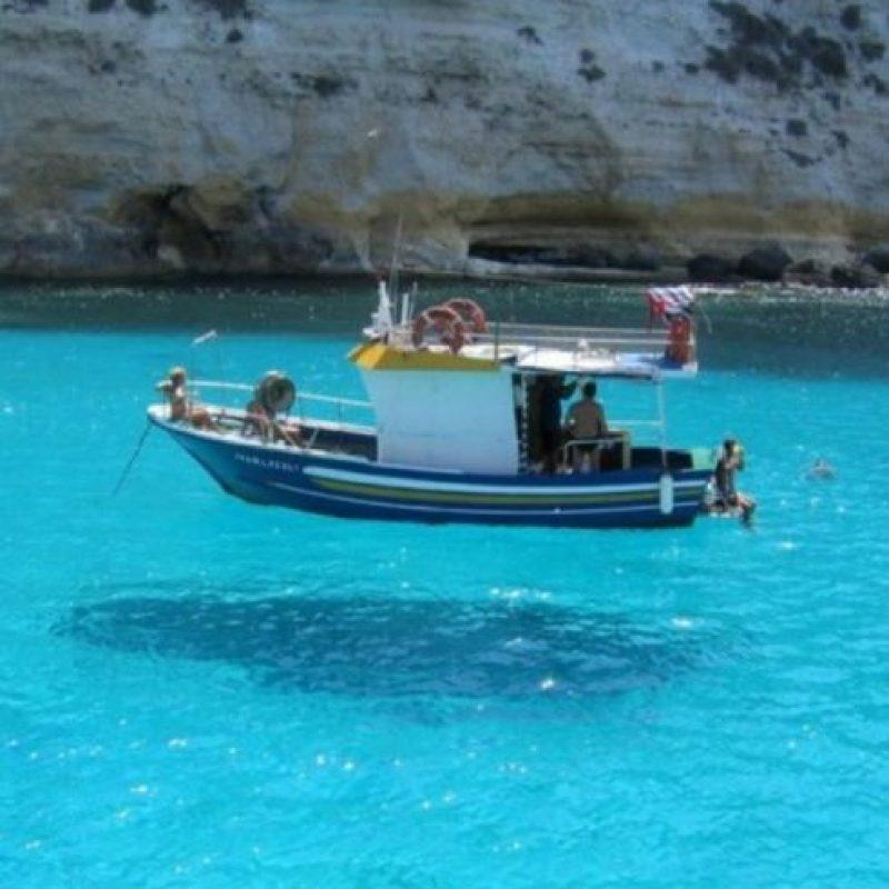 ¿Acaso está flotando? No, solo es la sombra. Foto:vía Twitter