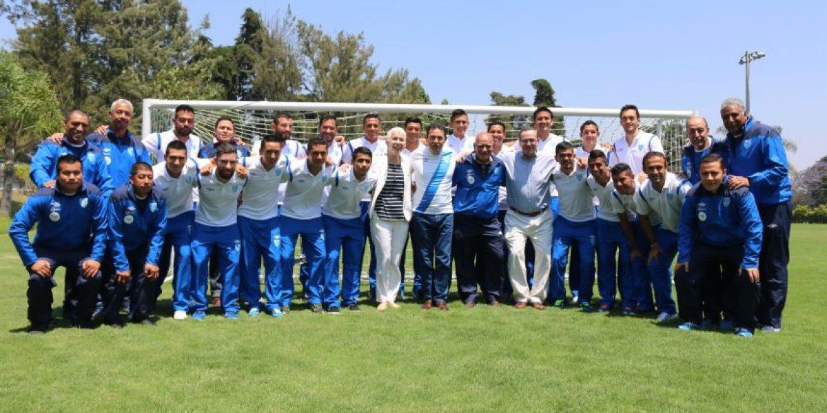 Presidente Jimmy Morales visita a la Selección Nacional de futbol