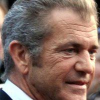 """Mel Gibson: Era muy respetado como director, pues fue premiado con el Oscar por """"Corazón Valiente"""". Pero cuando se divorció y tuvo una hija con Oksana Grigorieva, a la que después amenazó y golpeó, todo se fue a pique. Ni siquiera los ruegos de perdón de su amigo Robert Downey Jr. han podido salvarlo. Ahora es un playboy decadente. Foto:vía Getty Images"""