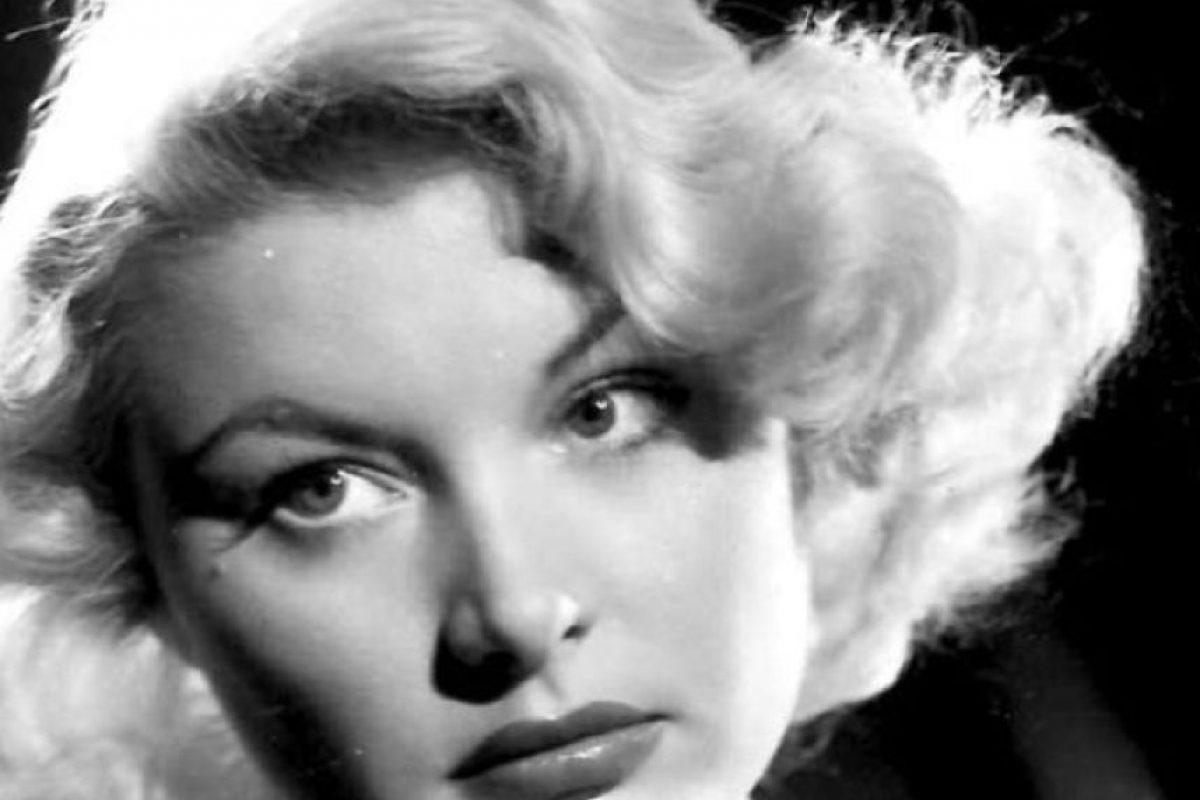 Barbara Payton murió a los 39 años, luego de haber sido una fugaz estrella de cine, que arruinó su carrera por su alcoholismo y sus escándalos sentimentales. Tuvo problemas con la ley, enfermedades mentales y ejerció la prostitución luego de no ser contratada en ningún lado. Foto:vía Getty Images