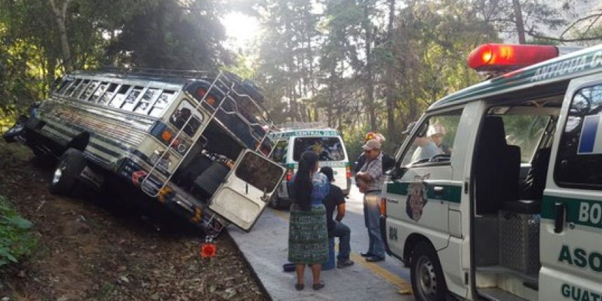 Bus extraurbano se accidenta en la cuesta de Las Cañas