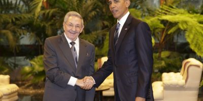 El histórico apretón de manos entre ambos presidentes. Foto:AP