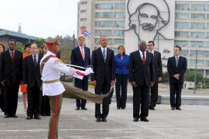 Otra foto histórica de la visita de Obama en Cuba. Foto:AP