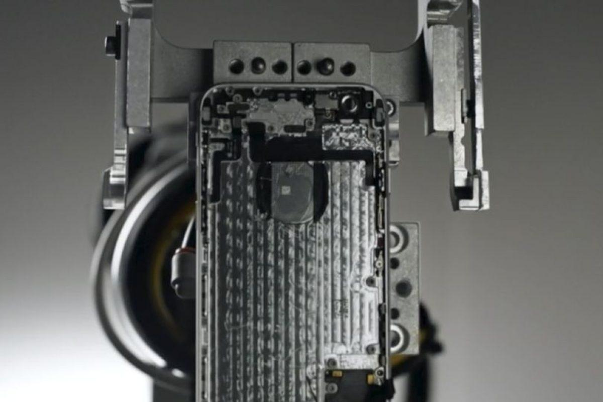 """Apple """"Liam"""", el brazo robótico que reciclará iPhones viejos en beneficio de la Tierra. Foto:Apple"""