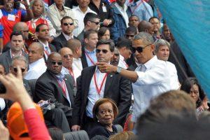 Antes de la mitad del partido, Obama abandonó el estadio. Foto:AFP