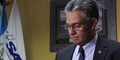 Sala confirma el embargo de Q2 millones a las cuentas bancarias del hijo de extitular de la SAT
