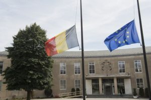 La bandera de Bélgica continúa a media asta. Foto:AFP