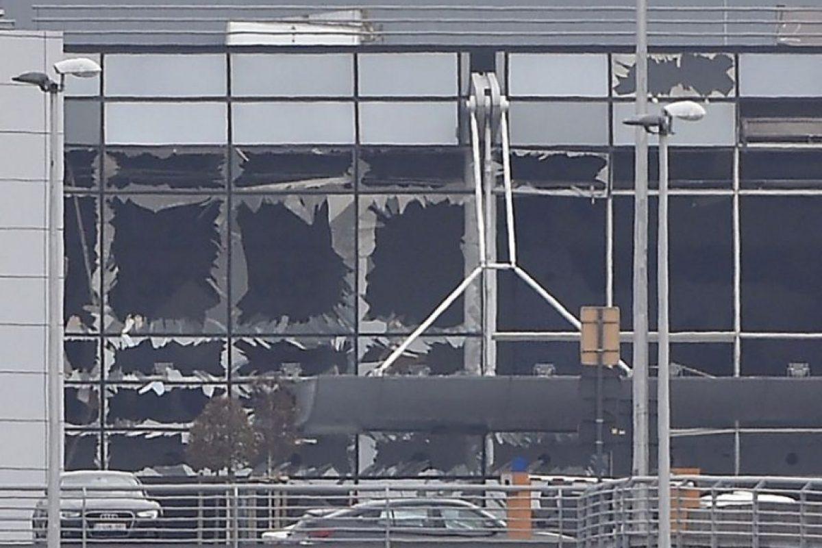 Hubo tres explosiones: dos en el aeropuerto y otra en una estación del metro Foto:AFP