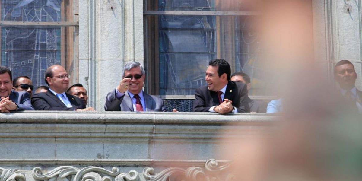 """Cabrera: """"La seña significa 'aquí está tu son chabela', no tiene nada de malo"""""""