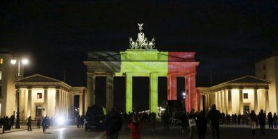 Alemania, Francia e Italia, iluminaron monumentos históricos con los colores de la bandera belga. Foto:AP