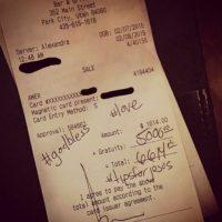 Miren las propinas que le deja a los empleados de los restaurantes. Foto:Vía Instagram/TipsForJesus