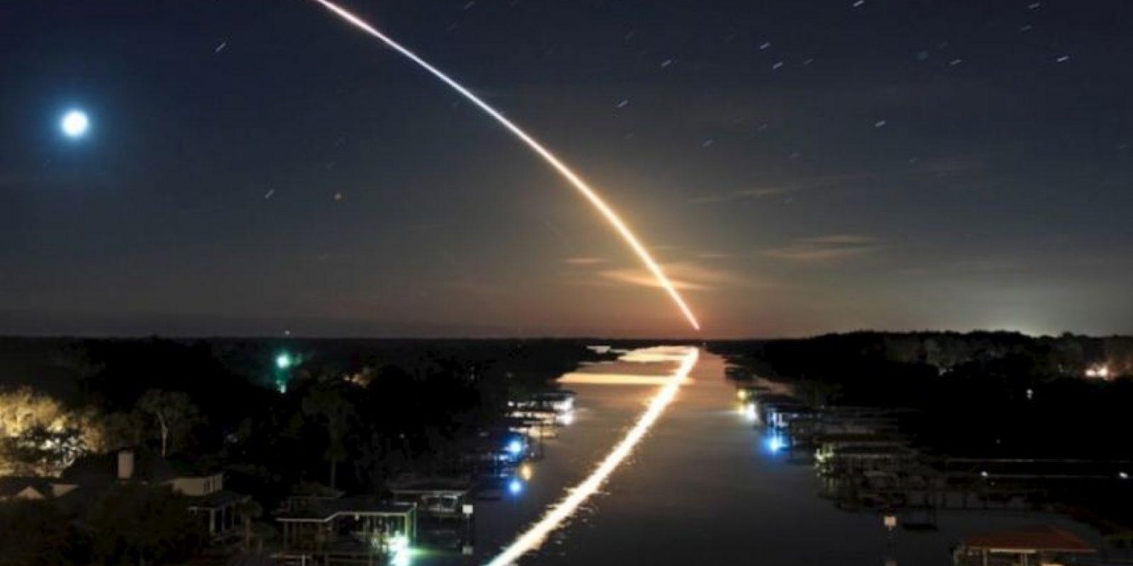 No. Es el lanzamiento de un cohete hacia el espacio, informó el portal The Mind Blowing. Foto:The Museum of Hoax