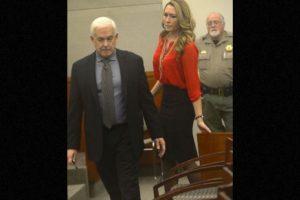 Brianne Altice, aceptó haber tenido relaciones sexuales con tres estudiantes Foto:AP
