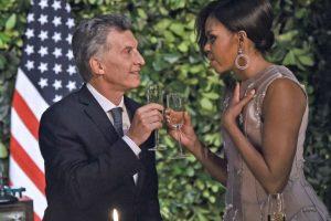 Mauricio Macri brindando con Michelle Obama Foto:AFP