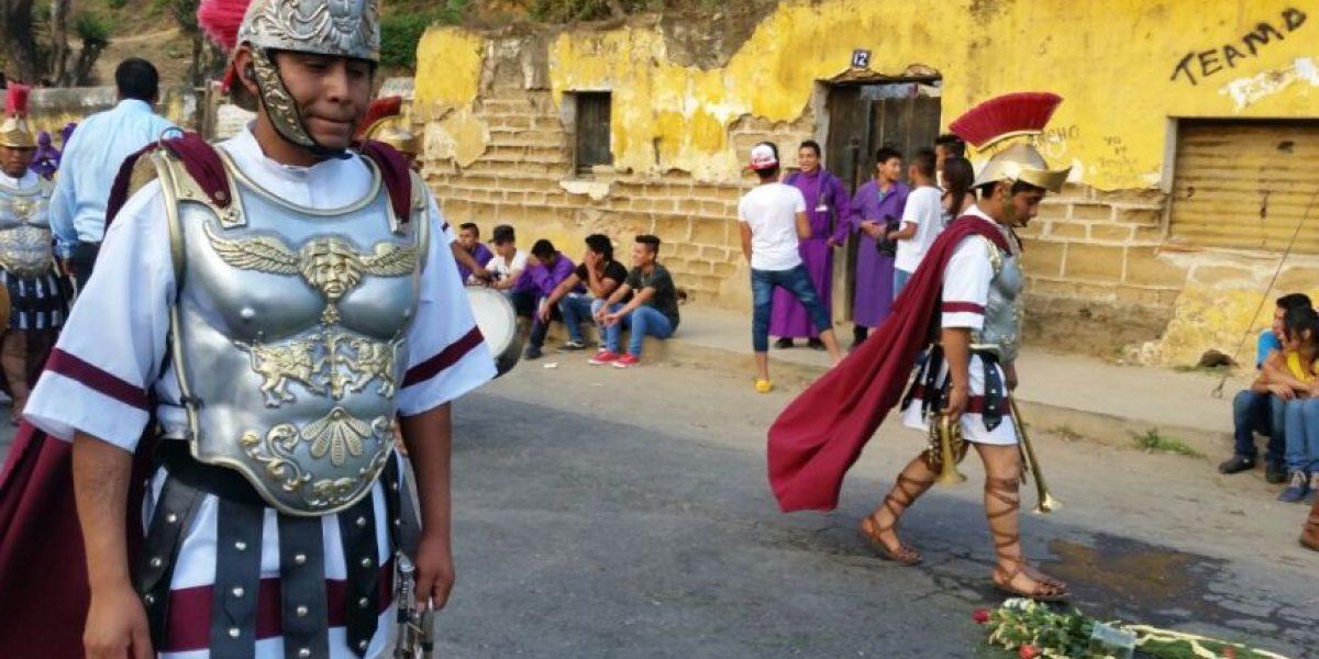 La Antigua Guatemala se llena de color y fervor este Miércoles Santo