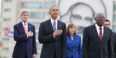 El mandatario visitó la Plaza de la Revolución momentos antes de encontrarse con Raúl Castro. Foto:AP