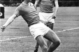 3. 'El Flaco' firmó contrato con el FC Barcelona en agosto de 1973 Foto:Getty Images