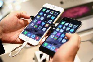 A lo largo de la historia, los teléfonos celulares han ido cambiando de tamaño. Foto:Getty Images