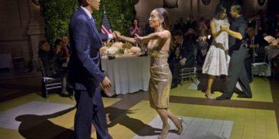 El momento de la noche fue cuando la pareja fue invitada a bailar tango. Foto:AP