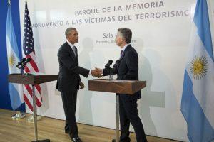 """Tras recorrer el monumento brindaron un breve discurso en el que coincidieron en el reclamo de """"Nunca más"""". Foto:AP"""