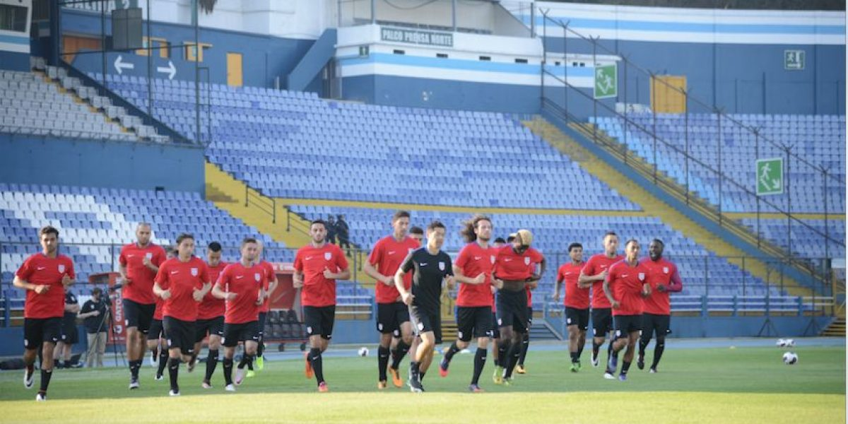 Selección de Estados Unidos hace reconocimiento de cancha en el Mateo Flores