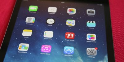 Actualmente, Apple mantiene una batalla con el FBI, pues se niega a desbloquear un iPhone involucrado con la masacre de San Bernardino. Foto:Getty Images