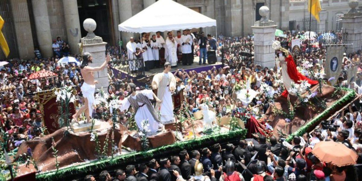 La representación del amor de madre y la renovación de la fe llena de gozo a los católicos con esta danza