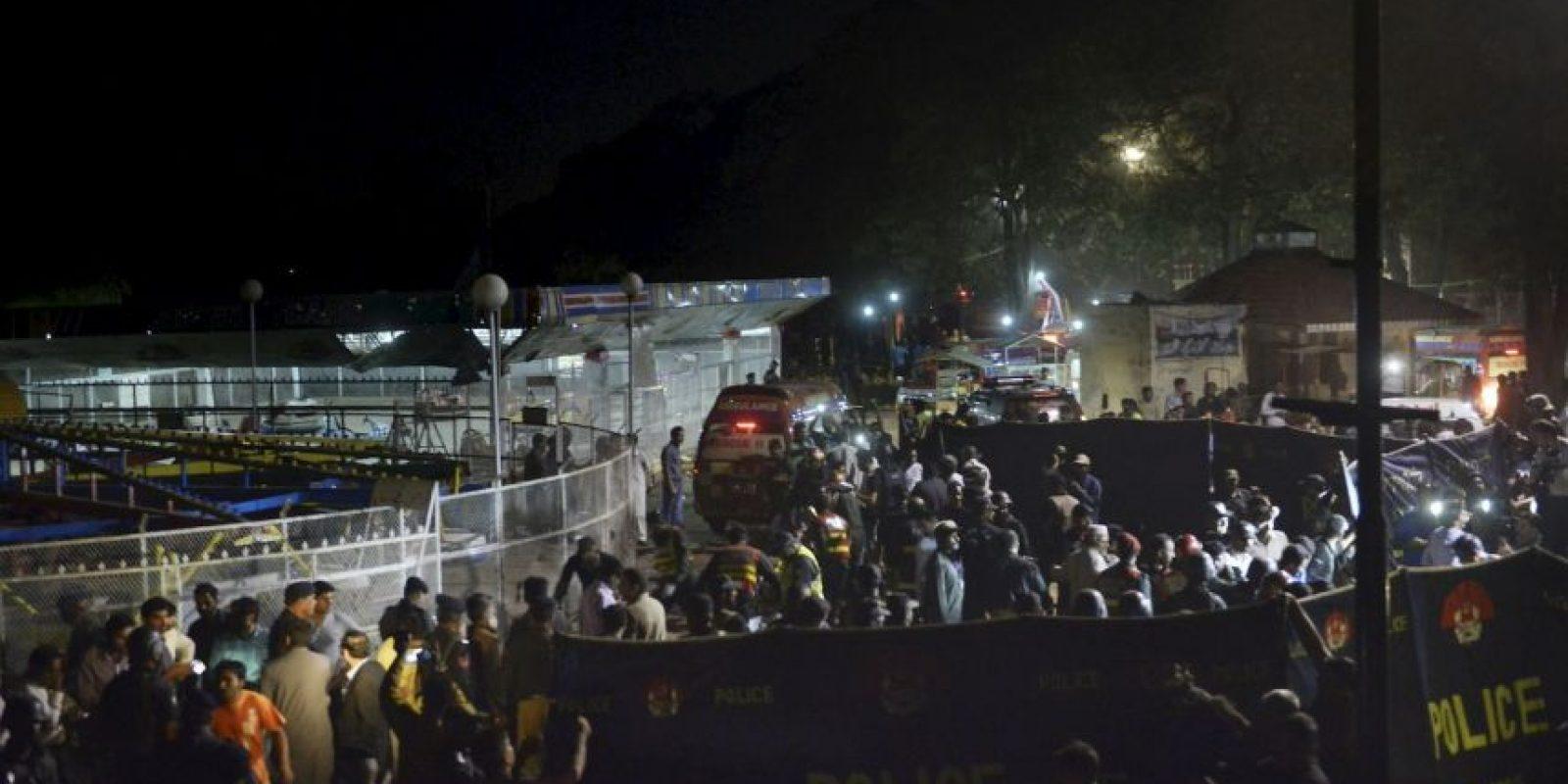 Decenas de familias disfrutaban de los juegos del parque Gulshan-e-Iqbal, en la ciudad de Lahore… Foto:AFP