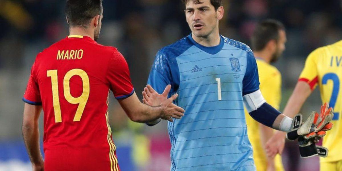 Iker Casillas se convierte en el jugador europeo con más partidos internacionales en el España vs. Rumanía