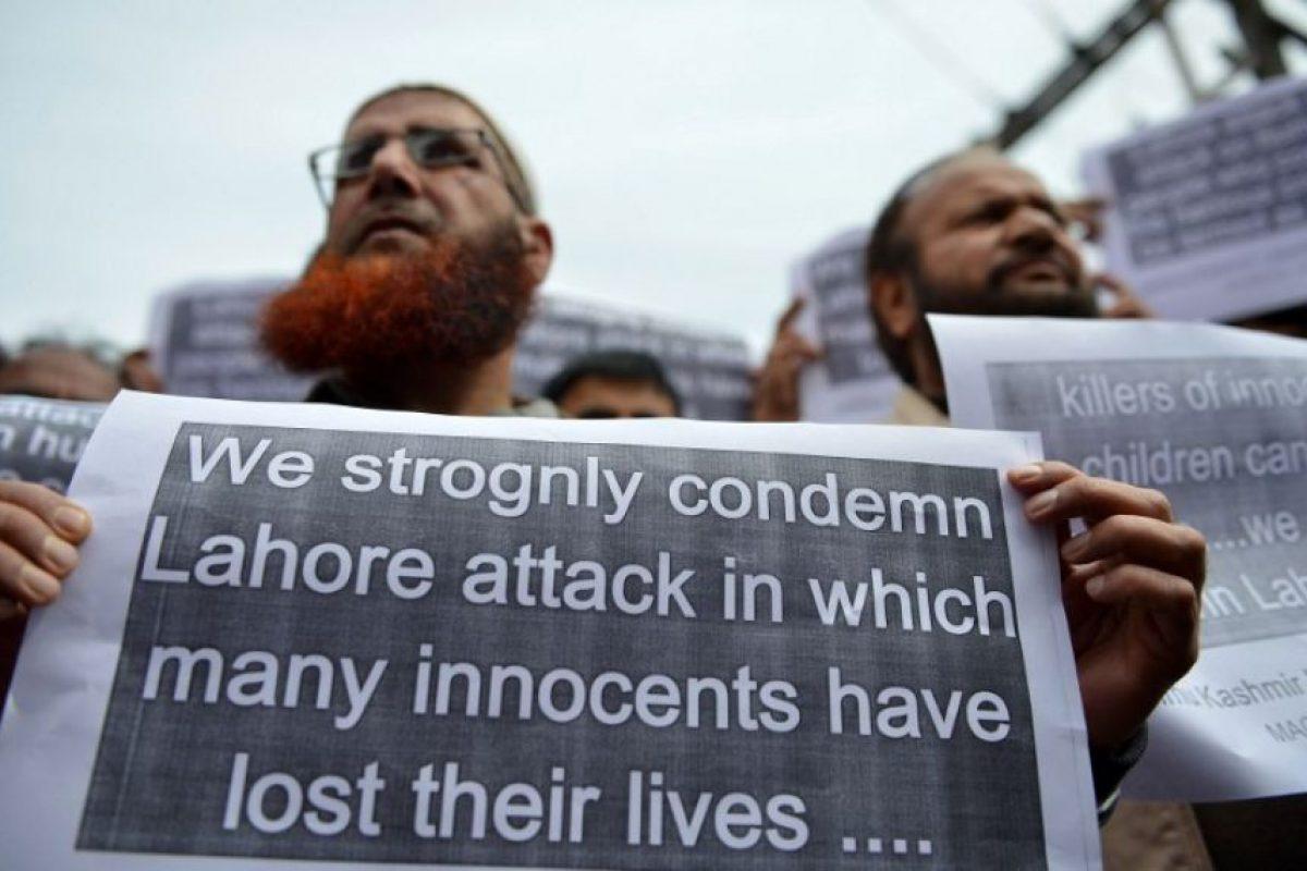 Otros lamentan las perdidas de las víctimas. Foto:AFP