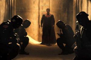 """5. En éste mismo sueño se puede ver a Superman culpando a Batman por la muerte de una mujer muy importante para él. Es alguien malvado que gobierna. Todo aparece en el cómic """"Injustice Among Us"""", también videojuego, en el que se destruye la Tierra por una bomba atómica y Superman se convierte en un dictador. Batman se le opone. Foto:vía DC Cómics/Warner Bros"""