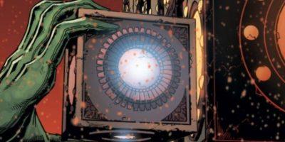 """8. Esta caja, la """"MotherBox"""", aparece cuando Bruce Wayne le roba los archivos a Lex de todos los metahumanos como Flash y la Mujer Maravilla. Es tecnología de Darkseid. Foto:vía DC Cómics"""